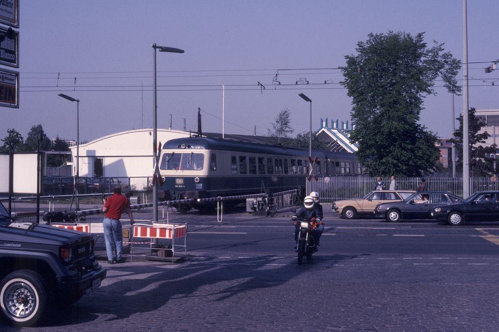 http://www.hgli.lima-city.de/DSO/hist/614059_BdEF-Fahrt_HamburgerStrasse_130588.jpg