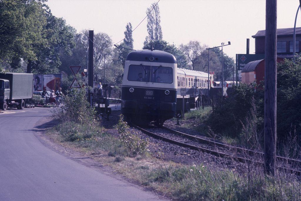 http://www.hgli.lima-city.de/DSO/hist/614060_BdEF-Fahrt_BienroderWeg_130588.jpg