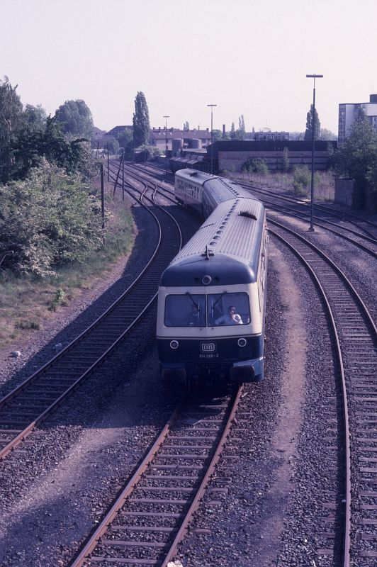 http://www.hgli.lima-city.de/DSO/hist/614060_BdEF-Fahrt_Nordbahnhof_130588.jpg